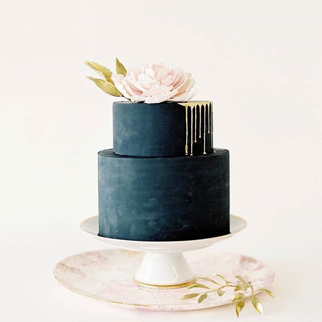 This cake looks almost too good to eat!  Photography by @jenhuangphoto | Cake by @ninecakes |