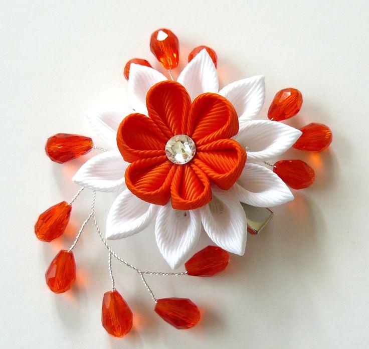 Kanzashi fabric flower hair clip. White and orange fabric by JuLVa