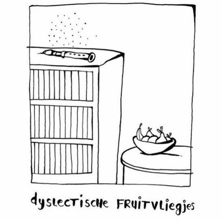 Dyslectische fruitvliegjes #dyslexie #taal #moeitemettaal #cartoon #grappig #humor #zwartwit #jeroenweghs #tekening #dyslectischefruitvliegjes #fluitvliegjes #fruitvliegjes #moeitemetlezen #lezen #funny #satire #juf #onderwijs #jufsas
