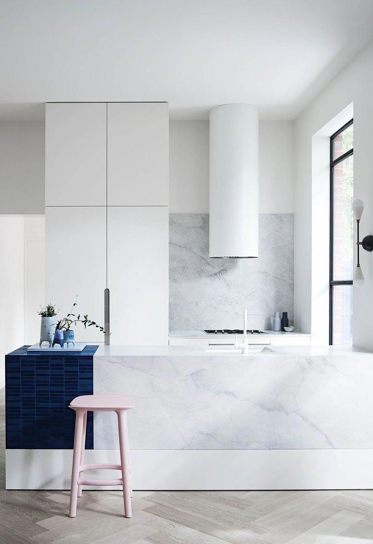 Inventive Round Vent Hood On Apartment 34 Home Style Interiordesign Luxurykitchendesigns Luxury Kitchens Luxury Kitchen Design Best Kitchen Designs