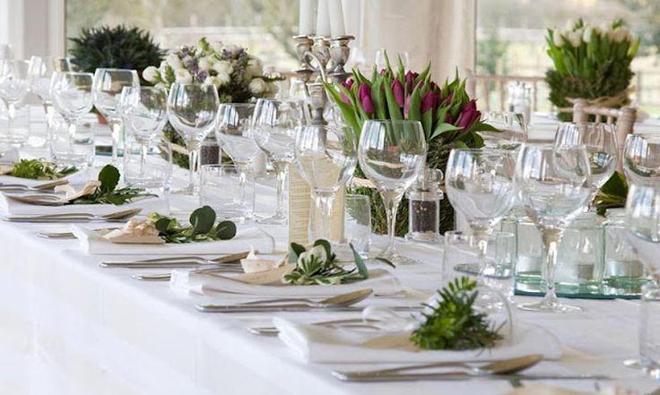 Květinové dekorace slavnostní tabule | Living.cz