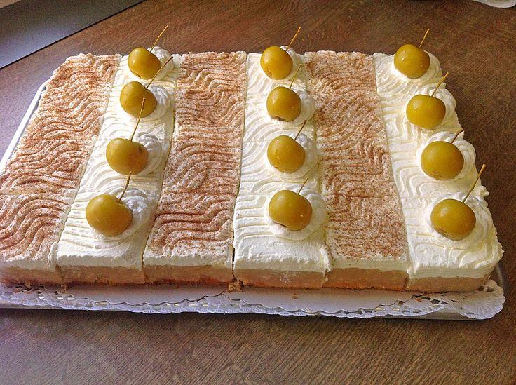 Jablkový koláč so šľahačkou