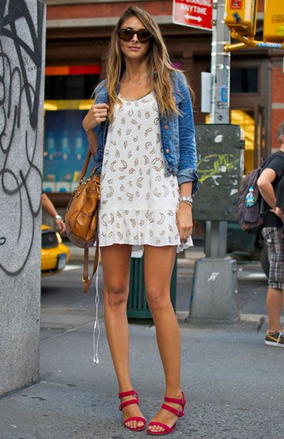 summer casual: Street Fashion, Summer Dresses, Red Sandals, Jeans Jackets, Street Style, Shift Dresses, Denim Jackets, Summer Outfits, Ray Ban