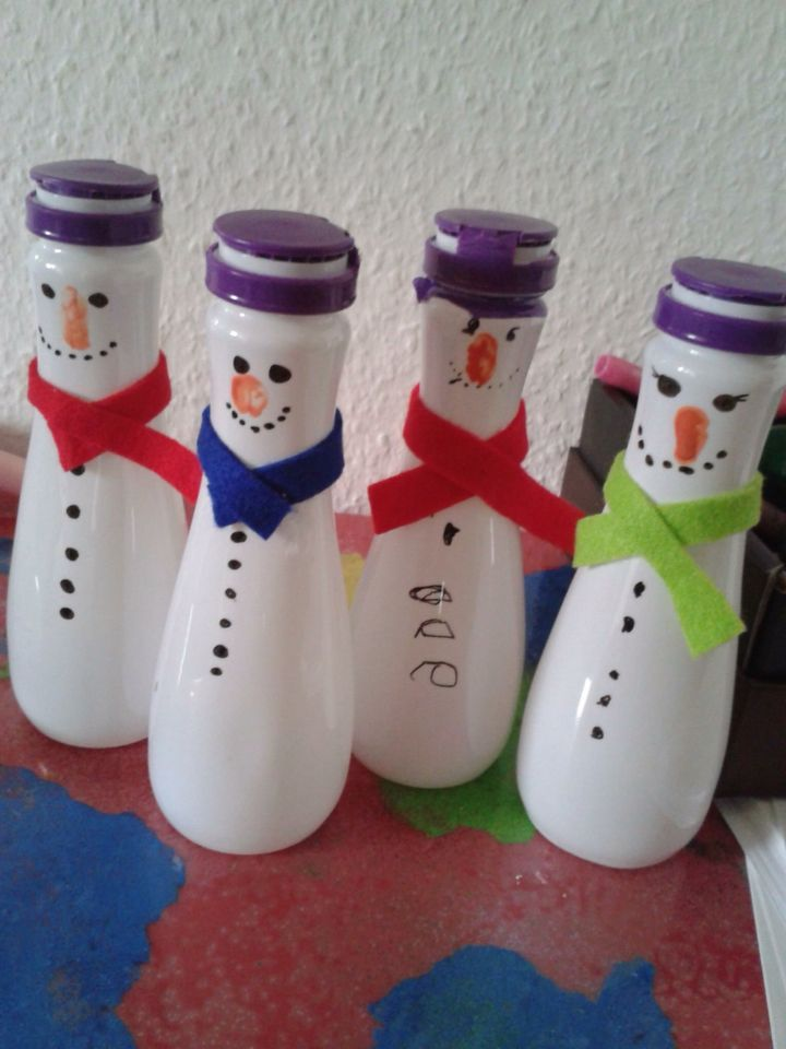 Schneemänner aus Actimel-Flaschen