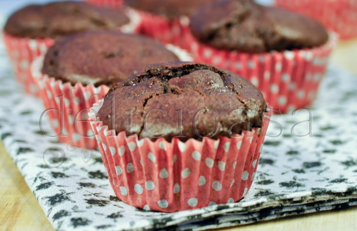 I have a new addiction: chocolate ricotta muffins. I love chocolate :)