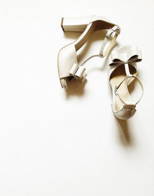 sandale cu funde toc gros: 10cm platforma ascunsa: 1,5cm pret: 280 RON pt comenzi: incaltamintedinpiele@gmail.com