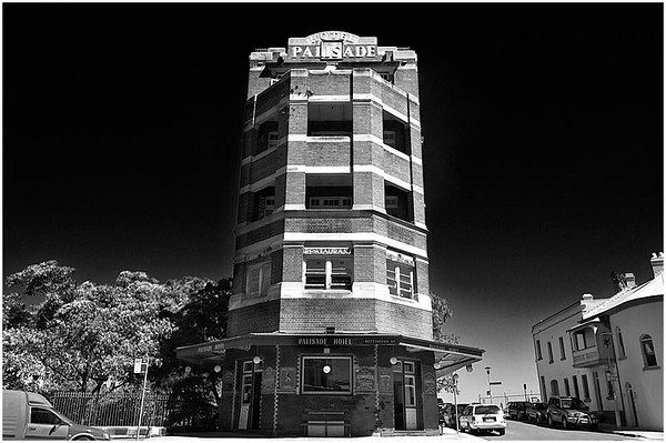 Nice black and white photo of the Palisade from 2006. #Sydney