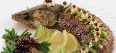 Фаршированная рыба (как готовила моя бабушка) Сейчас идет Песах, еврейский праздник, посвященный выходу из пустыни Моисея и еврейского народа, по которой они ходили 40 лет. Единственной едой их были лепешки, сделанные из манны небесной иводы, и...