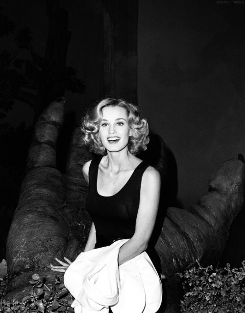 """ Jessica Lange @ 'King Kong' Press Conference (1976) "" such a babe ugh """