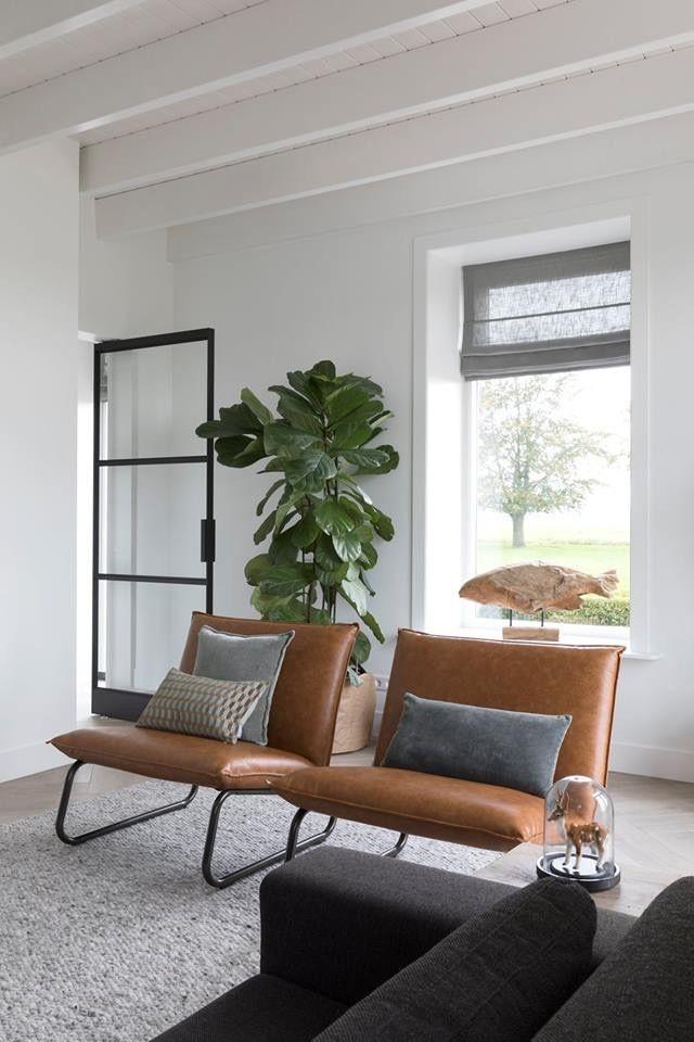Fantastisch Wohnzimmer. Weiße Wände, Schwarze Stahltür, Braune Stühle, #braune  #schwarze #