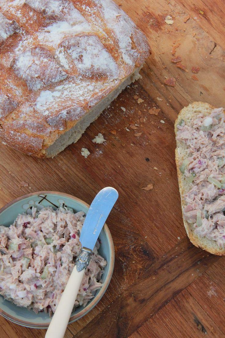 Gezonde tonijnsalade(basis)  Je kan het zelf aanvullen met andere ingrediënten, zoals olijf/mais/kappertjes/komkommer, enz