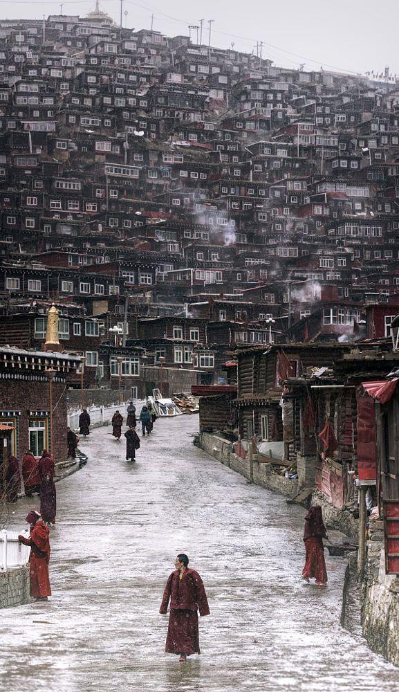 Walking in Seda, Seda Monastery, The Largest Tibetan Buddhist School in the…