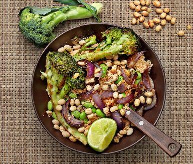 Recept: Tomatcouscous med ingefärsrostad broccoli och sojabönor