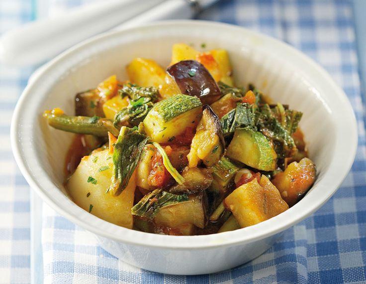 Το μπριάμ στη Ζάκυνθο λέγεται μπουτρίδα και εκτός από τα κλασικά λαχανικά έχει και πράσινα φασολάκια. Να το φτιάξετε, είναι ένα πολύ νόστιμο φαγητό!