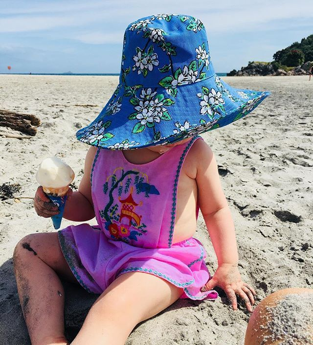 Rosey posey beach days ☀️🦋 #cocoandgingernewzealand #bayofplenty #beyourownkindofbeautiful