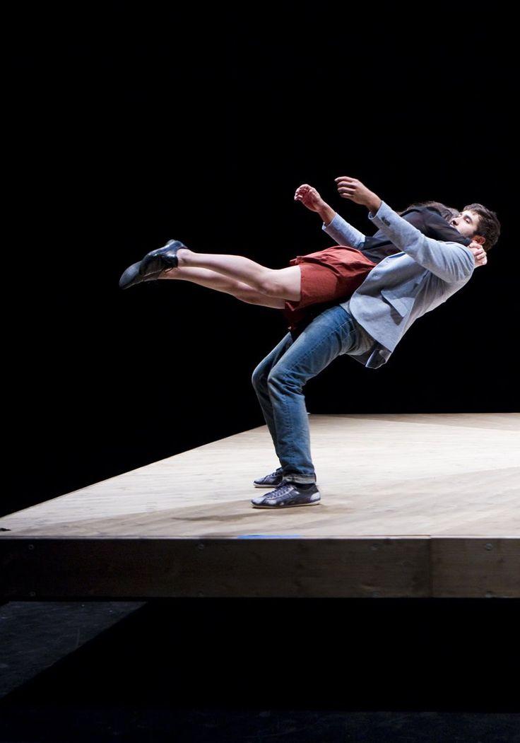 Celui qui tombe de Yoann Bourgeois, Marie Fonte.  Théâtre du Passage 29.10.16