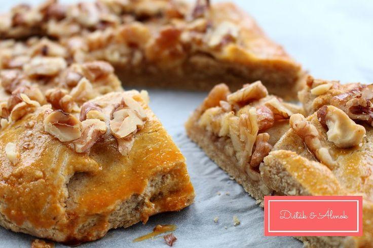 Nagyon szeretem az egyszerű és nem túl édes süteményeket. Na, ez az almás galette pont ilyen. Úgy jött az ötlet, hogy almás pitét terveztem készíteni, amikor szembe jött velem Sallay Fanni erdei gyümölcsös galette-je, és egyszerűbbnek tűnt a recept, mint az enyém. Teljes kiőrlésű liszttel…