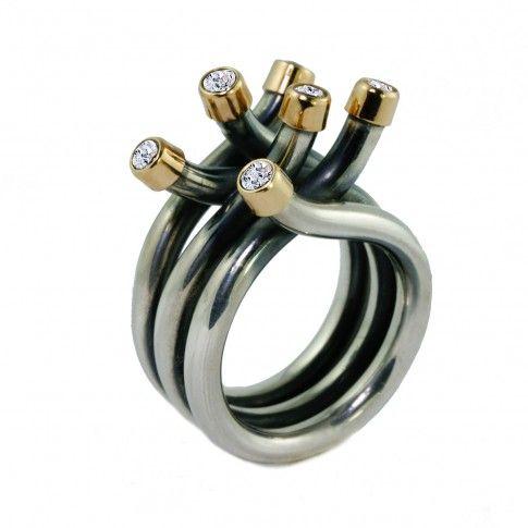 Srebrny pierścionek zdobiony złotem