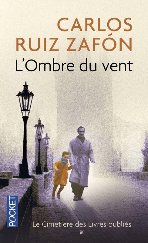 """""""L'ombre du vent"""" de Carlos Ruiz Zafon : roman initiatique, plein de mystère et de l'ambiance si agréable et particulière de Barcelone. Lu à la suite d'un séjour dans la capitale de la Catalogne, par une amoureuse de la littérature : du bonheur !"""