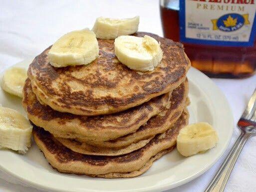 Panquecas de avena  Ingredientes: 1/2 taza de leche 1 huevo 1/2 taza de avena en hojuelas Harina de almendras o coco (para espesar si está muy líquida) 1 pizca de sal Stevia   Preparación: Mezclas en un recipiente todos los ingredientes con un batidor hasta que quede una mezcla más o menos espesa, si por el contrario está muy líquida puedes espesarla con un poco de harina de avena. En una sartén engrasada con un poquito de aceite vegetal, agregas la primera porción, la expandes del centro…