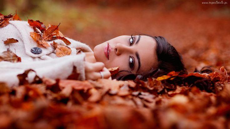 Jesień, Kobieta, Brunetka, Leży, Wśród, Liści
