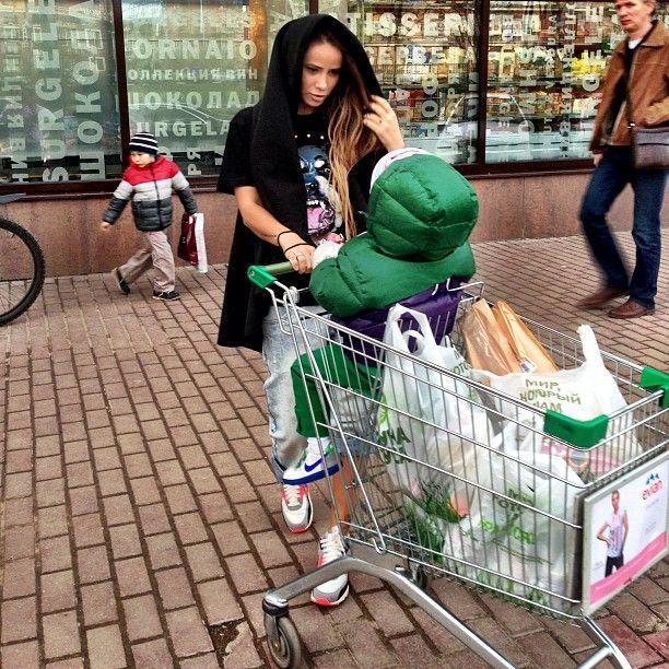 """@aizadolmatovaaa's photo: """"На сегодня я кончилась! Но к приезду нашего главного человека-папы,мы готовы) и новое хобби нашли,и слова новые выучили и продукты купили)"""""""