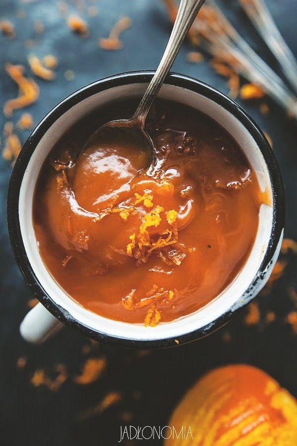 Kisiel marchewkowy rozgrzewający:  1 szklanka soku marchewkowego 1/2 szklanki soku pomarańczowego 1 łyżeczka skórki otartej zpomarańczy 1 – 2 łyżeczki syropu zagawy 1/4 łyżeczki imbiru 1/4 łyżeczki cynamonu 2 łyżki mąki ziemniaczanej 2 łyżki wody 2 łyżki soku zcytryny