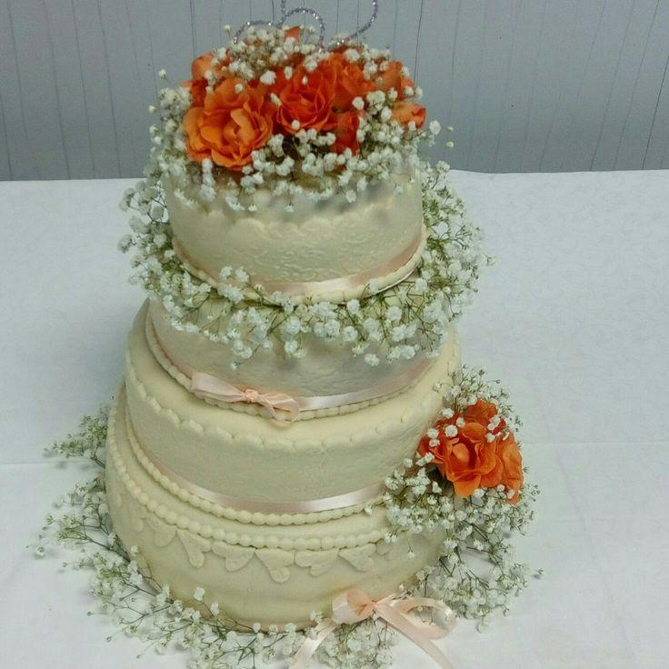 Svatební dort v broskvove barvě