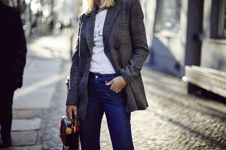 """ch war schon länger auf der Suche nach einem grauen Karo-Blazer der gut sitzt und eine gute Qualität hat. Gerade rechtzeitig für die Fashion Week habe ich dann das perfekte Modell bei Mint&Berry entdeckt, der mir in Gr. 34 auch perfekt passt. Ich muss sagen, dass ich ein """"Blazer-Girl"""" bin, denn dieser Jackenschnitt steht mir einfach am besten. Außerdem macht ein Blazer der gut sitzt gleich einen """"Look"""", egal ob zur Jeans, Rock, Band-Shirt, Hoodie oder Business Hose kombiniert, man fühlt sich…"""
