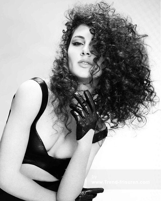 FRANCESCO GROUP Lange Schwarz Weiblich Curly Ringellocke Ethnische Frauen Frisuren hairstyles