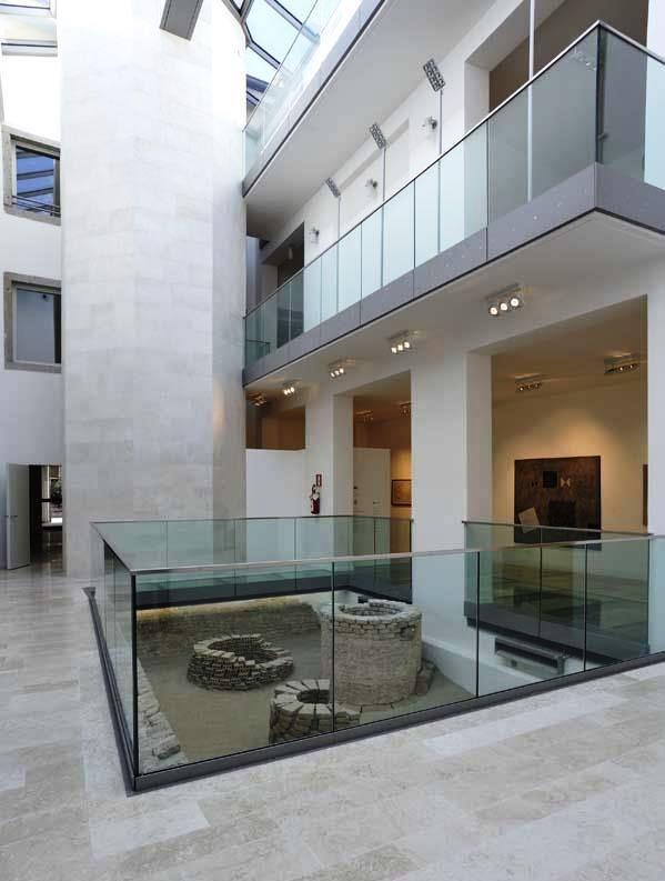 Museo d'Arte Moderna e Contemporanea Casa Cavazzini a Udine.  Situato nel cuore del centro storico ed ospitato nel cinquecentesco edificio donato al Comune dal commerciante udinese Dante Cavazzini, il museo si sviluppa su tre livelli, per complessivi 3.500 metri quadri.