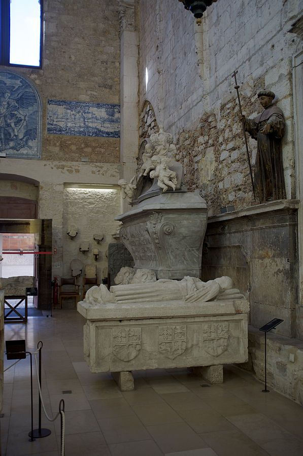 File:Carmo Convent, Lisbon (11976854874).jpg