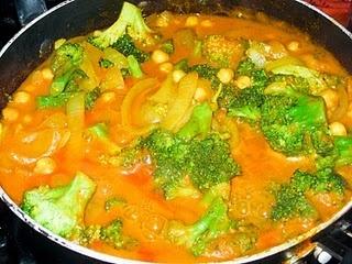 Chickpea & Broccoli Curry #vegan
