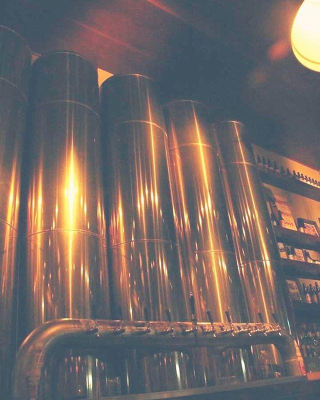 #Sabado de lluvia pero nada nos frena!!! Veni a tomar un happy hour de #Sudestada toda la noche.  #antarescitybell #antares #cerveza #cervezaartesanal #cervezarica #cerveceria #gastronomia #citybell #mardelplata #argentina    ph: @juli.e.ta._