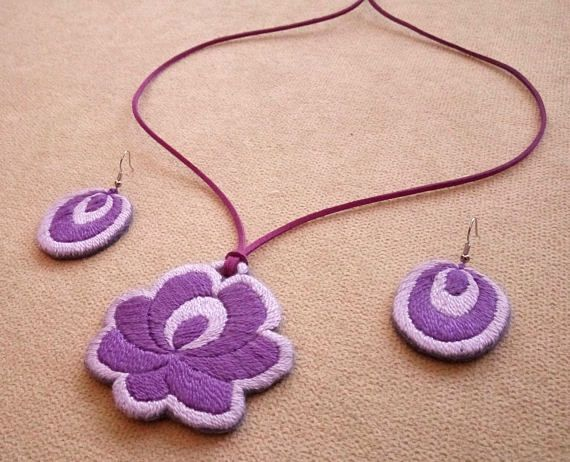 Hand-embroidered pendant with a pair of earrings, with flower folk motif (JEWEL-SET-327)