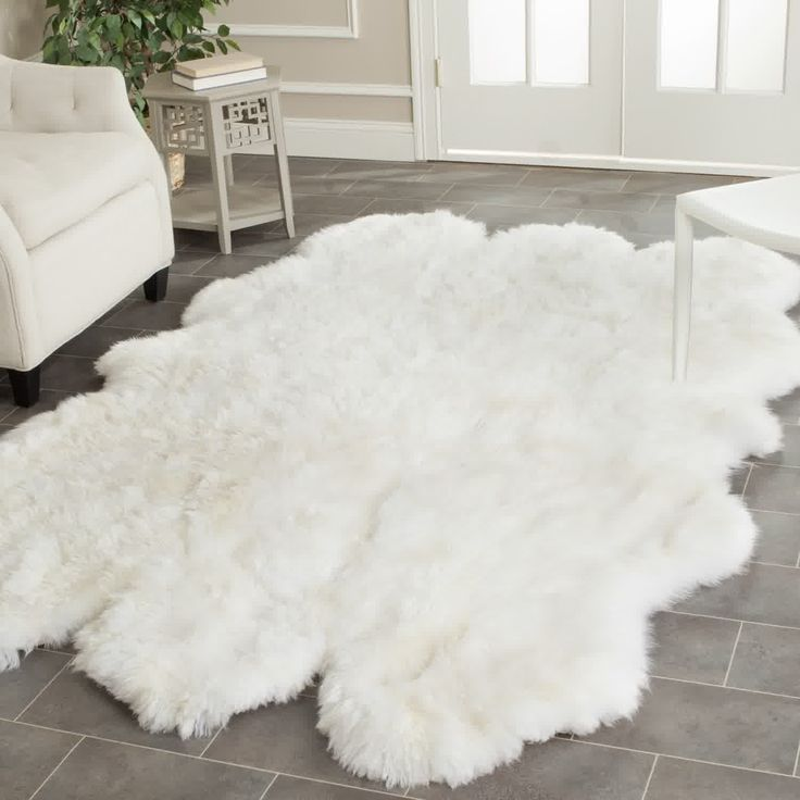 Depiction of Fluffy White Rug: A Small Floor Feature for Ultimate Beauty and Comfort