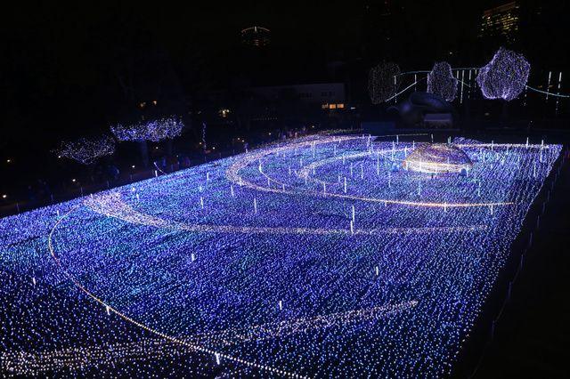クリスマスイルミネーション点灯 東京ミッドタウン:朝日新聞デジタル