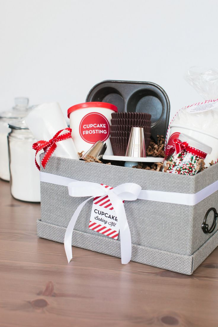 Holiday Cupcake Baking Kit | The TomKat Studio
