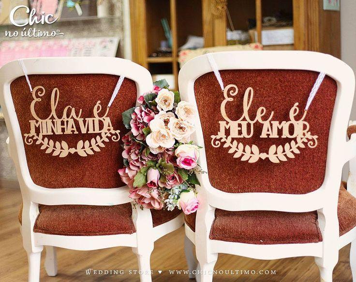 A cadeira dos noivos merece uma decoração especial e essas placas da @chicnoultimoconvites são mega estilosas! É um detalhe lindo pra reservar a mesa de vocês e tirar fotos incríveis. . Compre em: http://ift.tt/2sJJsyA . Loja online:http://ift.tt/2tesM5Y