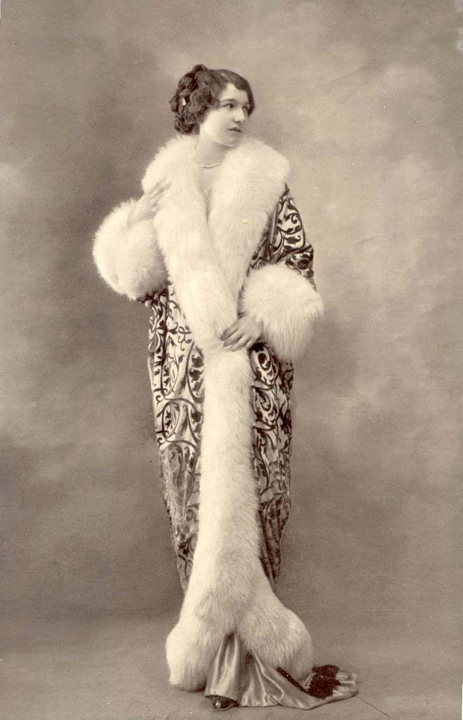 Fur Edged Cocoon Coat, La Belle Epoque, 1910's #historyoffashion