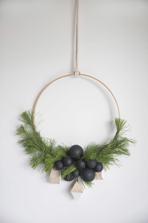 Who doesn't love a good holiday wreath? Traditionally, Christmas wreaths are full and round, but lately I am seeing a trend towards minimalism.
