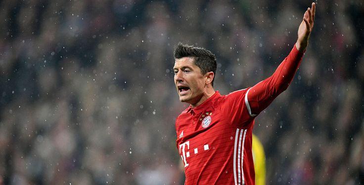 Bayern Münchens Stürmerstar Robert Lewandowski war im DFB-Halbfinale nicht glücklich mit dem Spielverlauf