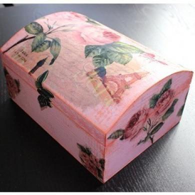 BAÚL ALTERADO - En este taller realizado por Bellaluna Crafts aprenderemos a alterar un baúl de madera con pintura Chalky y algunas técnicas que utilizamos.