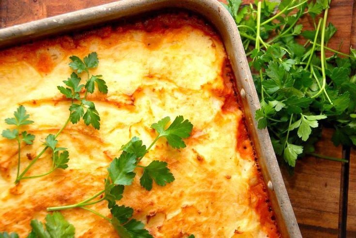 Hakket kyllingekød med et låg af kartoffelmos er en populær ret hos de fleste, og hele retten steges færdig i ovnen. God hverdagsmad, der er ret nem at lave.