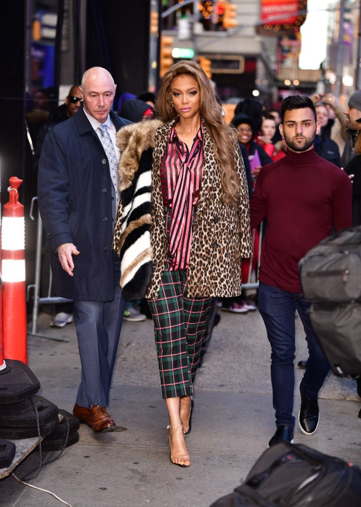 Tyra Banks Models Maximalism In Stripes Plaid And Animal Prints Fashion Tyra Banks Bank Fashion