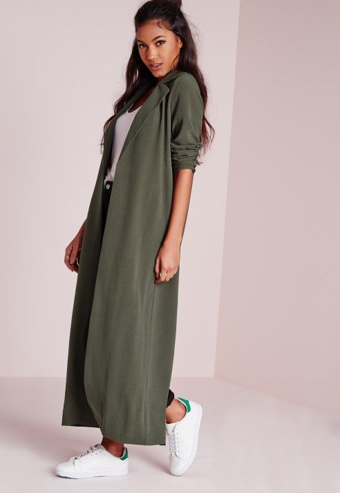 Battle it out this season in this maxi khaki duster coat. We think the utility trend is making a welcome comeback and khaki is the perfect colour to transition from winter to spring. With two pockets and a cute collar, you'll be turning tho...
