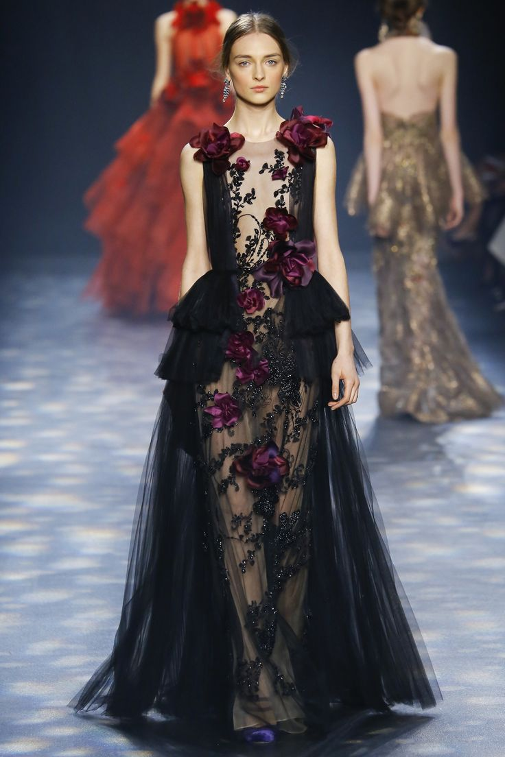 Marchesa Fall 2016 Ready-to-Wear Fashion Show  http://www.theclosetfeminist.ca/  http://www.vogue.com/fashion-shows/fall-2016-ready-to-wear/marchesa/slideshow/collection#5