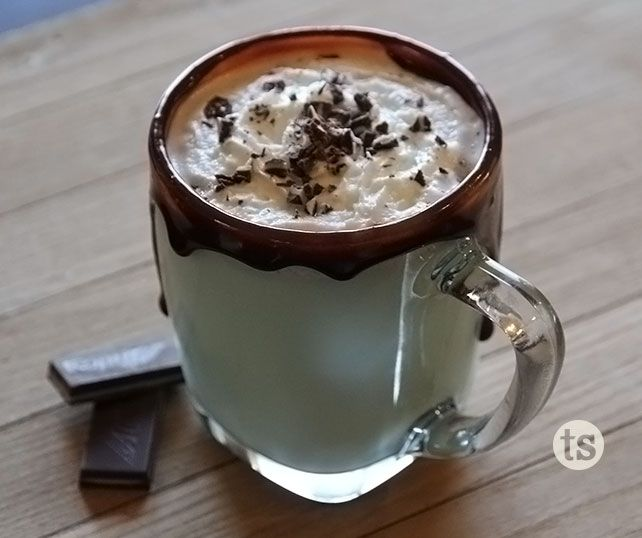 Hot Grasshopper Recipe │ If you love chocolate and mint, this drink will warm you up on a chilly night!
