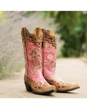 The ultimate pink cowgirl boots..