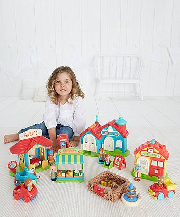 The perfect Happyland starter set for your little one to play, shop and explore.